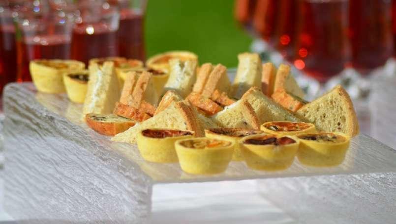 Stuzzichini per aperitivi ricette facili e sfiziose for Idee per aperitivo a casa