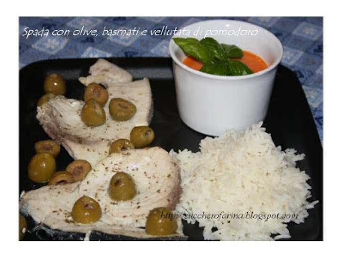 Pesce spada in bianco con olive vellutata di pomodorini e for Pesce chicco di riso