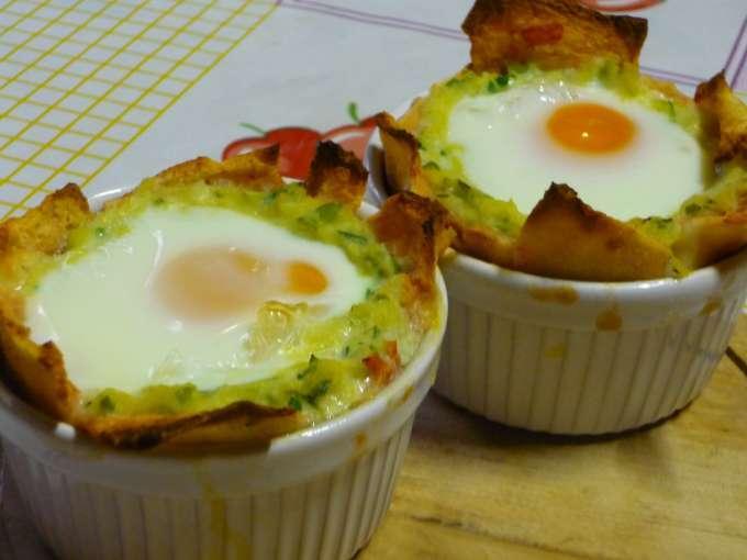 Uova in cocotte con zucchine e pane carasau ricetta petitchef for Cucinare le zucchine