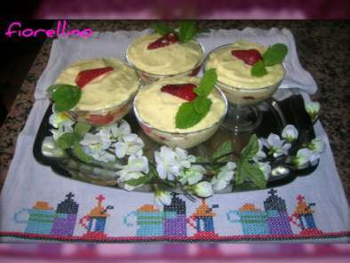 Ricetta Colomba, fragole e crema chantilly