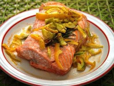Arrosto di filetto di salmone con julienne di peperoni al for Microonde ricette