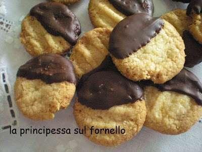 Biscotti all\'arancia ricoperti di cioccolato, Ricetta Petitchef