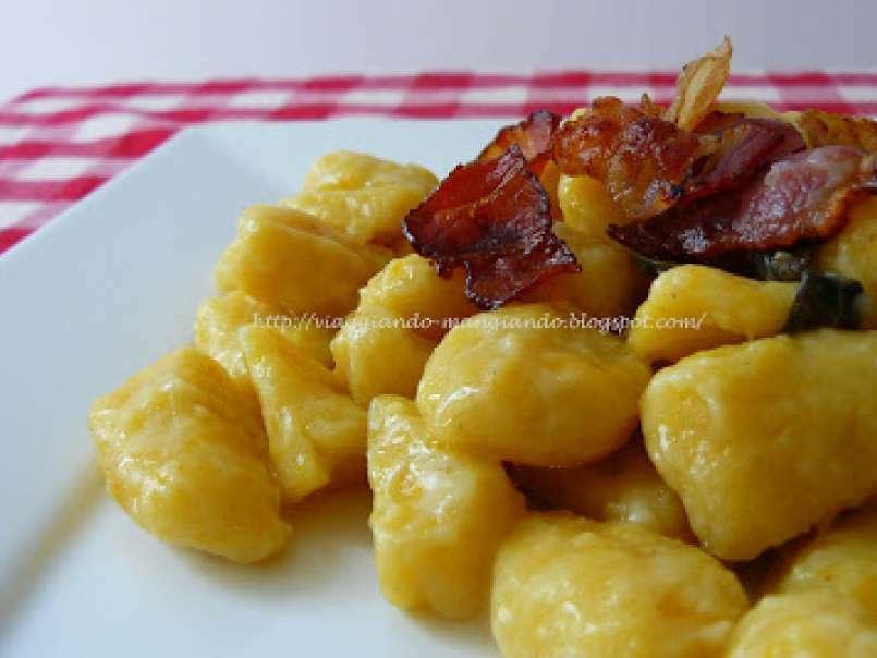 Ricetta Gnocchi Zucca E Pancetta.Gnocchi Di Zucca Con Burro Salvia E Pancetta Croccante Ricetta Petitchef