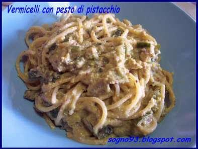 Vermicelli con zucchine e pesto di pistacchi di Bronte