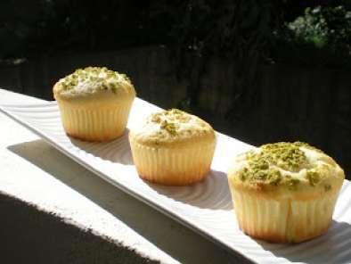 Muffin con Ricotta, Agrumi e granella di Pistacchio