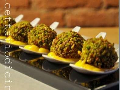 Polpette alla polpa di granchio miglio e pistacchi e salsa aioli Mt Challenge