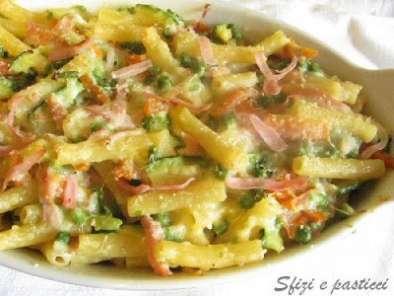 Pasta al forno con verdure e prosciutto