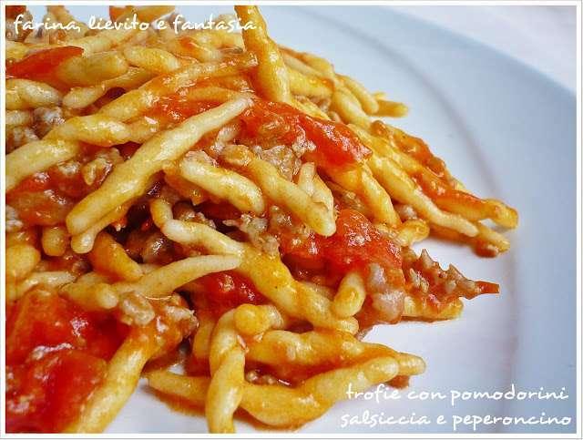 Trofie con pomodorini salsiccia e peperoncino ricetta for Ricette primi piatti di carne